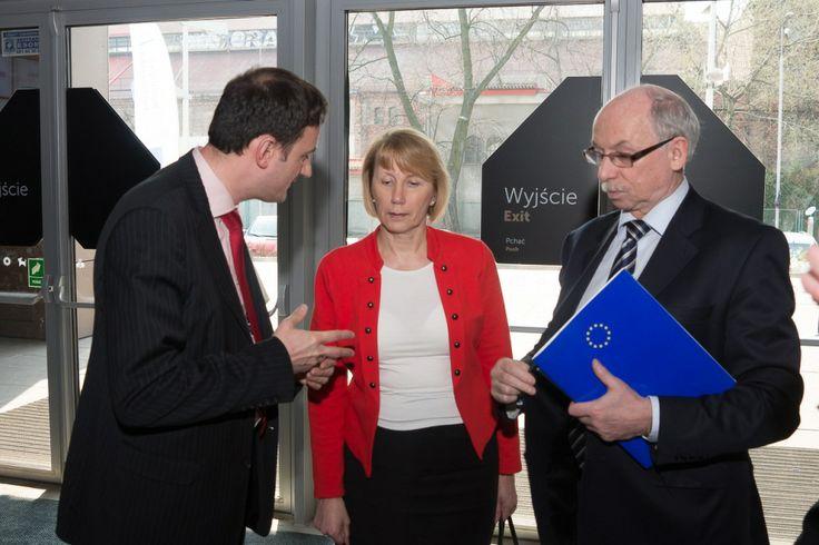 Ruszaj, Erasmusie! – tak europejski komisarz ds. budżetu i programowania finansowego Janusz Lewandowski zainaugurował w Polsce nowy program UE na rzecz kształcenia, szkolenia, młodzieży i sportu.