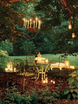Outdoor dining perfect for a summer night. | http://domino.com