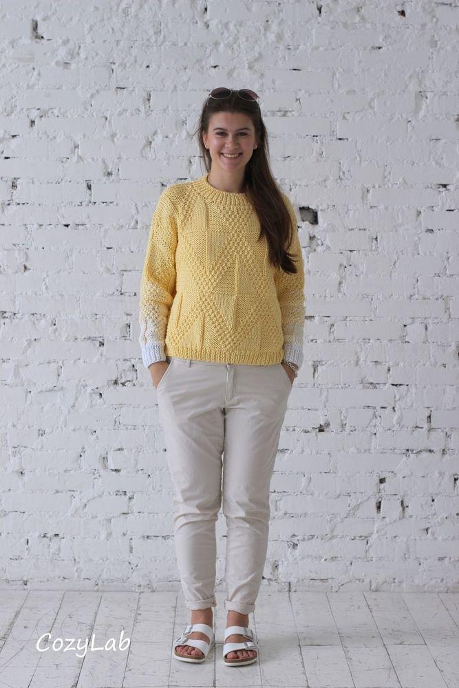 Джемпер лимонно-желтый с ромбами и белым градиентом