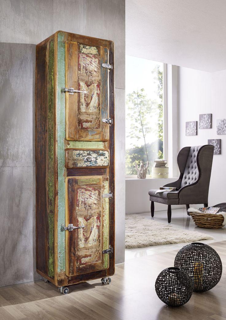 Regal der FREEZY-Serie, aus indischem Altholz. Im Industrial-Stil und farbenfroh lackiert lassen sich die Möbel wunderbar mit schon vorhandener Einrichtung kombinieren. #möbel #möbelstücke#wohnzimmer#holz #echtholz#massivholz#wood #wooddesign #woodwork #homeinterior #interiordesign #homedecor #decor #einrichtung #furniture #storage #livingroom #livingroomideas #ideas #altholz #industrialstyle #industrialchic #vintage #regal #shelf #bookshelf #bücherregal #regalschrank #massivholzregal