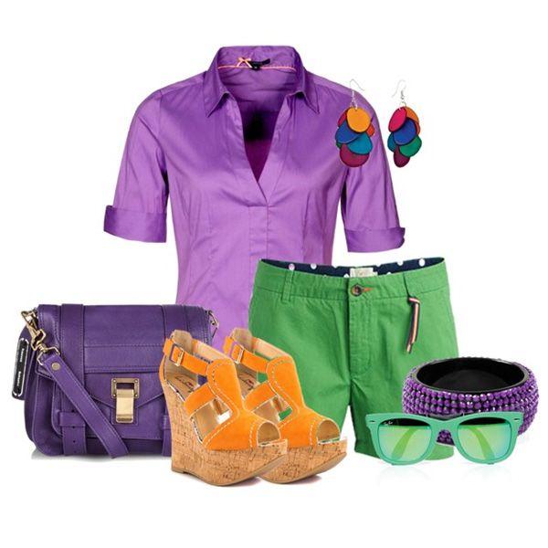 С чем носить оранжевые босоножки: фиолетовая блузка, зеленые шорты, фиолетовая сумка и яркая бижутерия