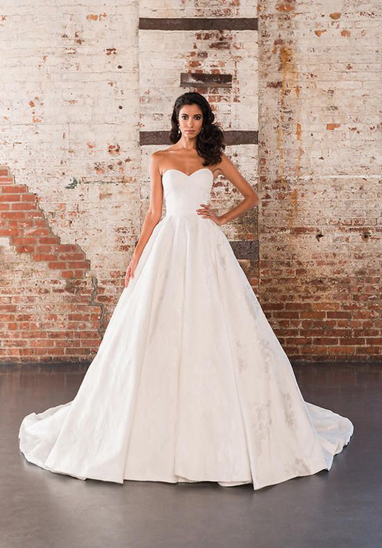 Organza ball gown with all over lace appliqués and a sweetheart neckline | Justin Alexander Signature | 9858 | http://knot.ly/64908DhlQ