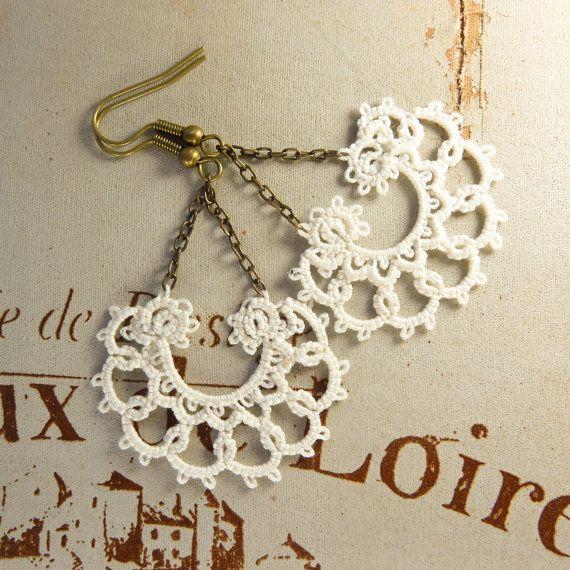 Ivory earrings / lace earrings / Fall fashion / retro fashion.