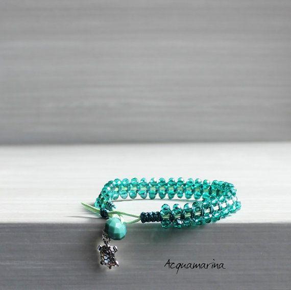 Bracciale fatto a mano - Bracelet - Macramè - Filo di cotone verde e pietre dure - Ciondolo tartaruga color argento Handmade - Made in Italy