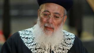 Israel Chief Rabbi Amar condemned for 'gay death penalty' comment - BBC News