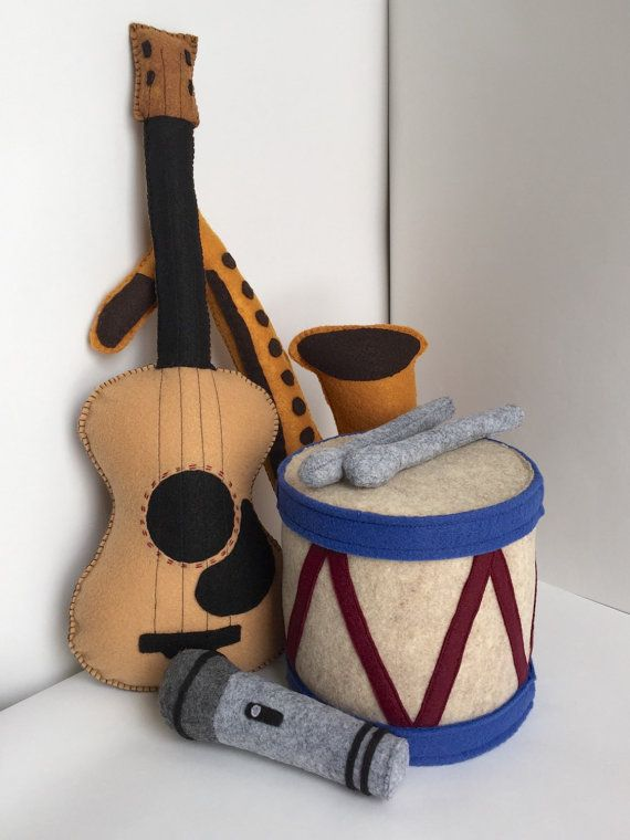 These adorable handmade instruments will have your little one grooving along with all your favorite tunes in no time. Perfect for pretend play with