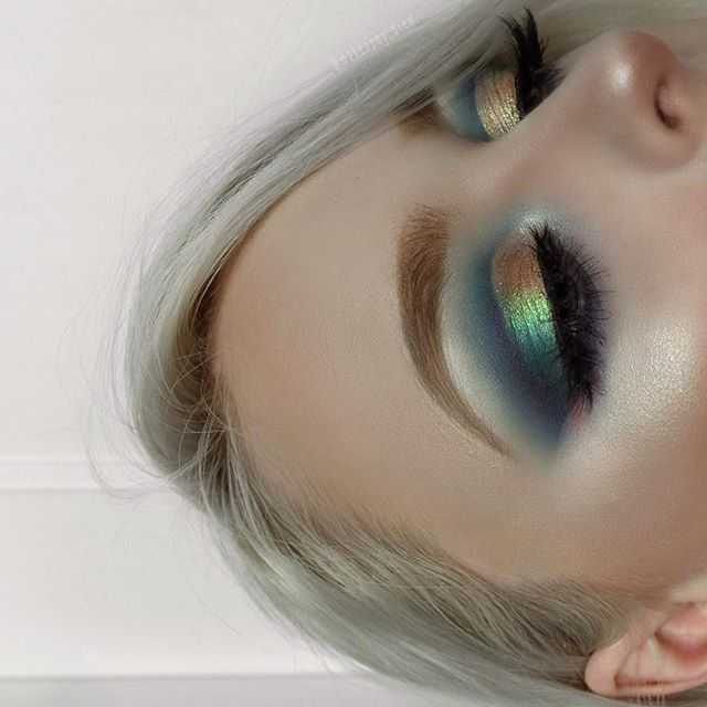C H A M E L E O N • #MOTD (close up ) ⠀⠀⠀⠀⠀⠀⠀⠀ ⠀⠀⠀⠀⠀⠀⠀⠀ FACE: #ABHfoundation porcelain @anastasiabeverlyhills contour kit: light/medium @jeffreestarcosmetics skin frost: ice cold EYES: primarily used the @nyxcosmetics ultimate 'brights' palette + @loraccosmetics mega pro 3: 'cava' + @sigmabeauty celestial glitter @iconalashes 'i see you boo' lashes (use code 'DREW10' for $$$ off!) BROWS: #ABHbrows #dipbrow: blonde + clear brow gel