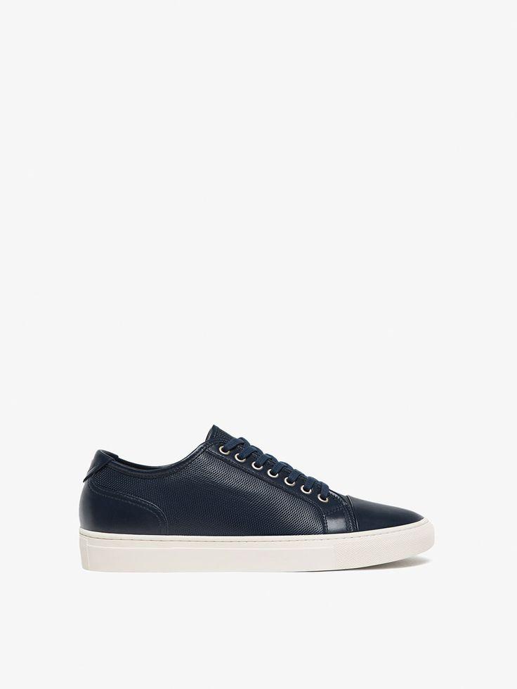 SAPATILHA EM PELE COM GRAVURA de HOMEM - Sapatos - Ver tudo da Massimo Dutti de outono inverno 2017 por 59.95. Elegância natural!
