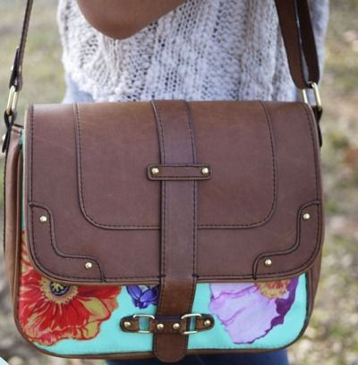 Ideias para customizar bolsas, com tecidos: Floral Prints, Messenger Bags, Diy Fashion, Diy Bags, Travel Accessories, Floral Bags, Summer Bags, Leather Bags, Hands Bags
