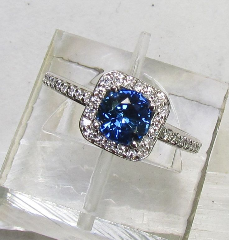 Blue Sapphire In Square 14k Gold ring. This would make for an excellent birthday gift. Lol.