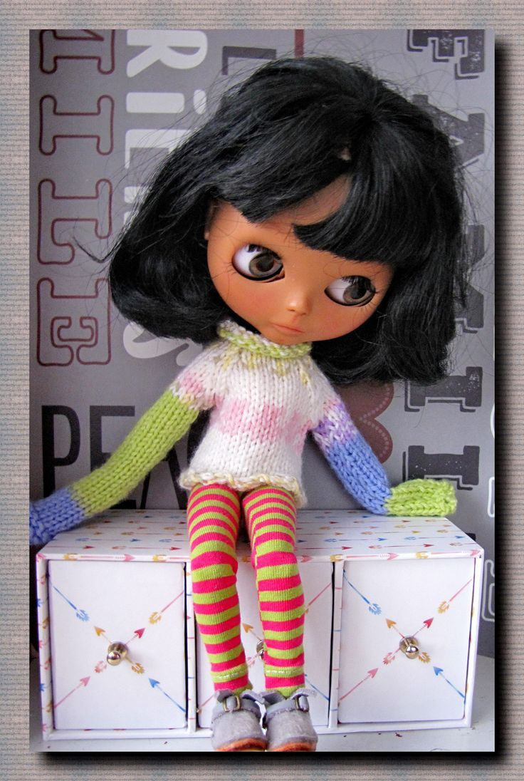 Blythe doll Hand knit sweater and leggings on Blythe FREE SHIPPING