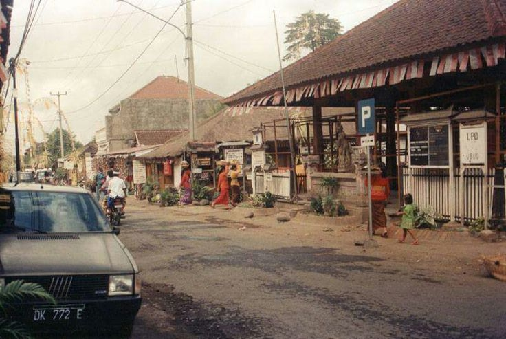 Monkey Forest Road. Ubud. 1980's . Photo by Wendy Shortland