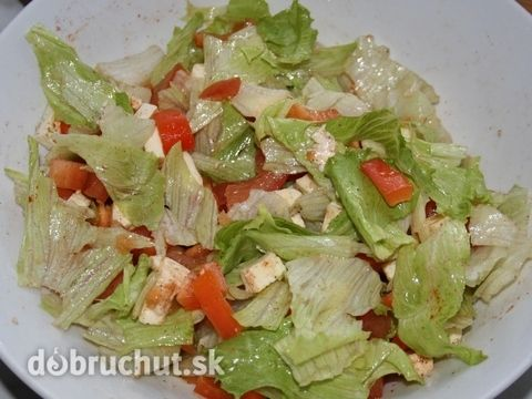 Fotorecept: Zeleninový superrýchly šalát listový šalát paradajka paprika cibuľa mozzarella morská soľ mleté čierne korenie balzamiko