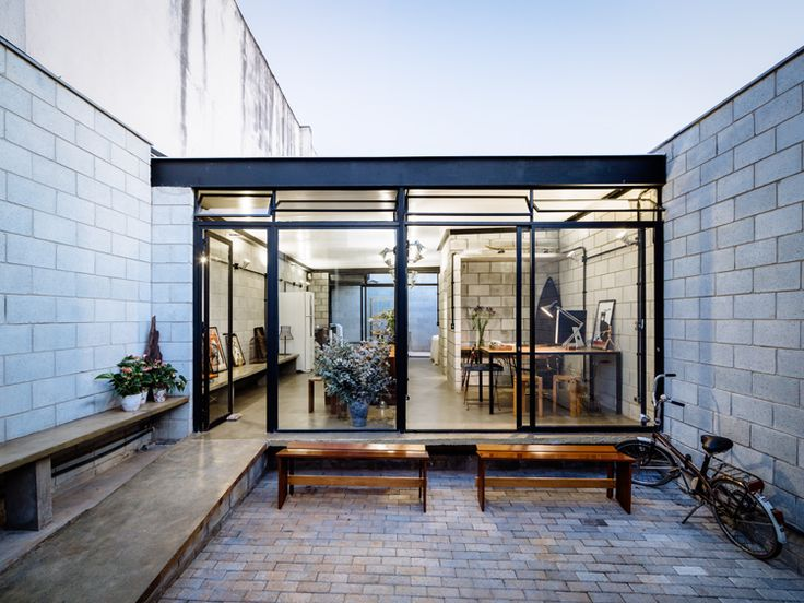 Casa estudio,is not a traditional home. It is designed byTerra e tumaStudio, it's a space which includes, housing and workplace, within the same project.