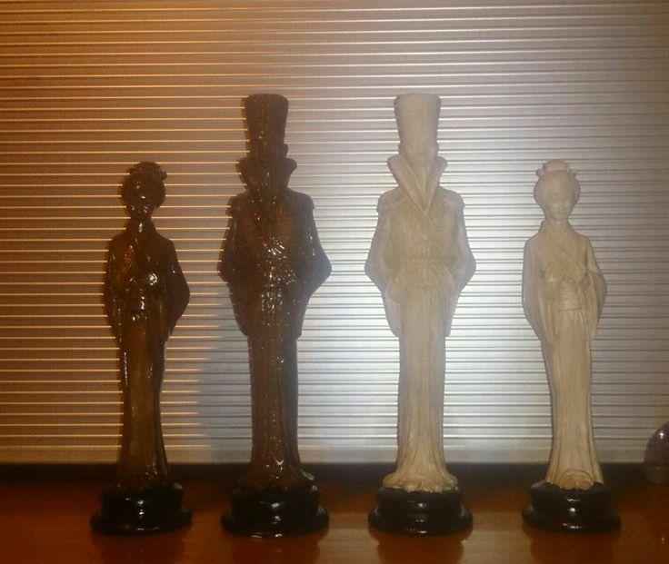 Figuras de ajedrez en marmolina decorada