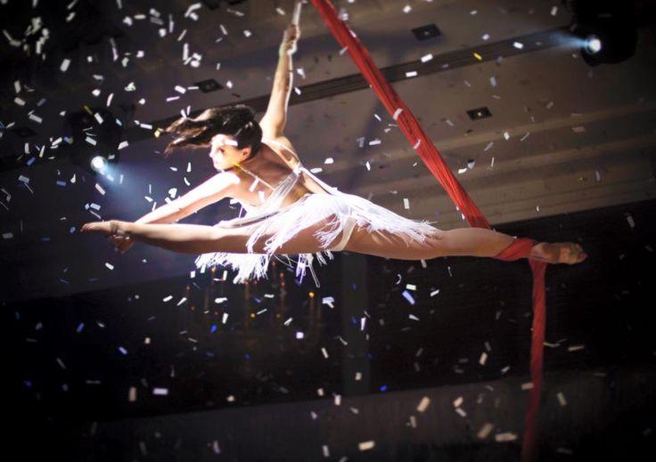 Let it snow, let it snow, let it snow!! El Circo production at Slide.