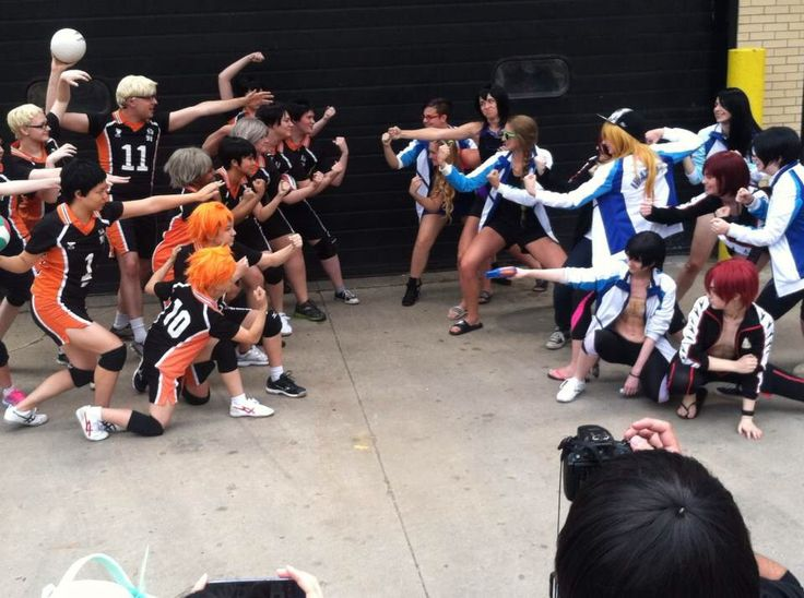 I love this! XD Haikyuu vs. Free! cosplayers
