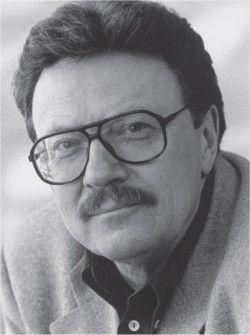 Klaus Kordon. Mijn 3 favoriete boeken van hem: Met je rug tegen de muur (1992) de eerste lente (1995) de rode matrozen (1996)  een trilogie jeugdboeken over een duits gezin in tijden van de tweede wereldoorlog.