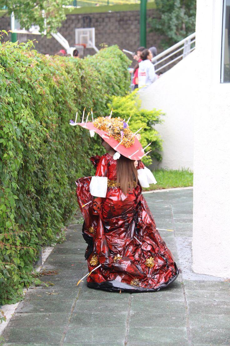 """Vestido de La Catrina  Inspirado en la película """"El libro de la vida"""" Todo con material reciclado."""