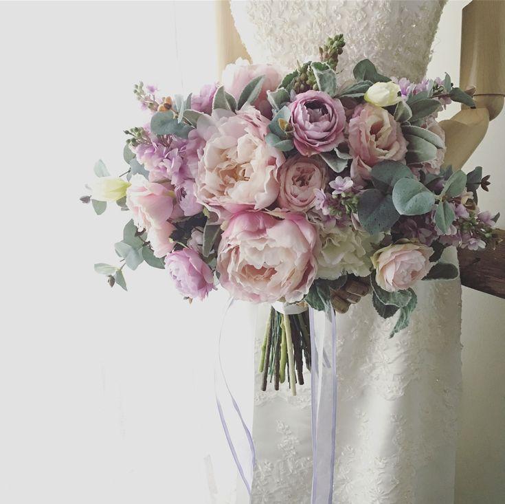 Bouquet for bride!  以前ご紹介したブーケに少し紫を足した感じで、といただいたオーダーブーケです。このシャクヤクは本当に人気がありますね〜◎ありがとうございました!素敵な1日を♪  *  #lesfavoriswedding #wedding #bridalbouquet #weddingbouquet #preservedflowers #dryflower #花嫁diy #futakotamagawa  #オーダーメイドブーケ #ウェディング #大人婚 #おしゃれ婚 #ナチュラルウェディング #ガーデンウェディング #ホテルウェディング #前撮り #後撮り #持ち込みブーケ #プレ花嫁 #花嫁会 #2017冬婚 #2018春婚 #2018夏婚 #2018秋婚 #2018冬婚 #プリザーブドフラワーブーケ #ドライフラワーブーケ #造花ブーケ#lesfavorisbouquet