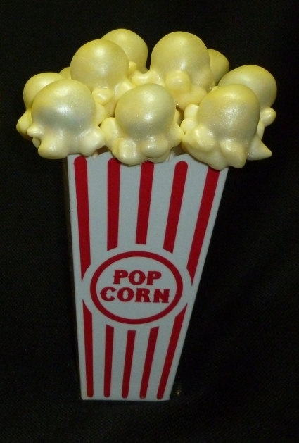 popcorn cake pops Circus themed birthday cirque by Cakepopstop