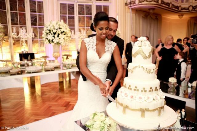 Para aqueles noivos que não tem tempo para correr atrás de todos os detalhes da festa de casamento, realiza-lá em um hotel pode ser a melhor opção! Além de ser prático, os noivos e convidados podem se hospedar no hotel e para passar a noite de núpcias! O Zankyou traz para as futuras noivinhas dicas irresistíveis de 4 hotéis para se casar em São Paulo.