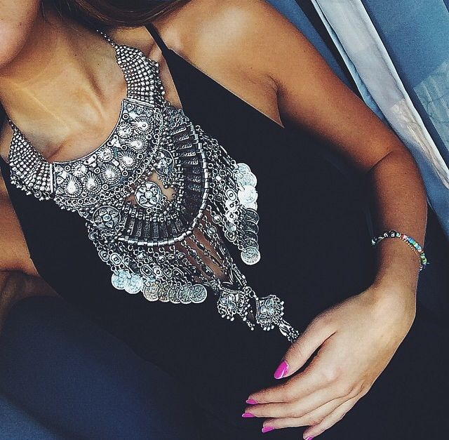 2015Hot Sale Vintage Boho silver tone bib statement heavy crystal metal necklace