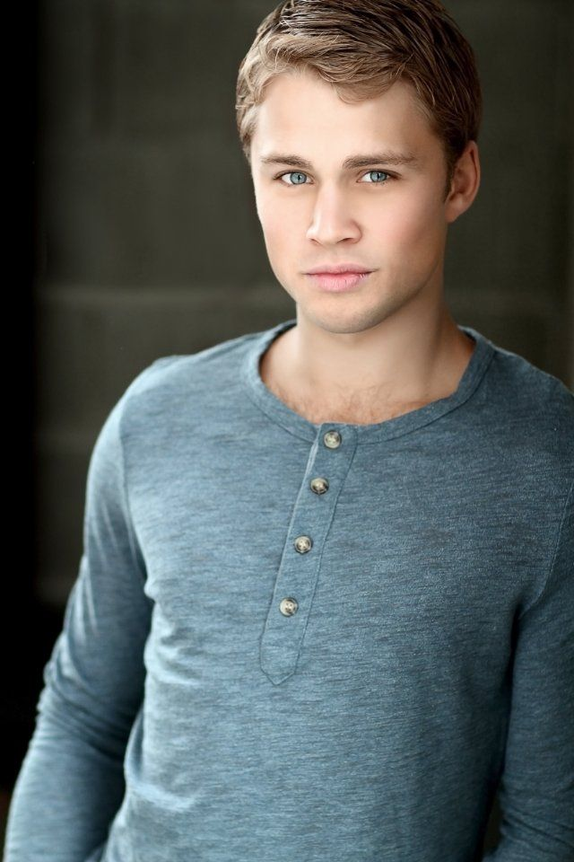 Heelllloo handsome! Or should I say David Durango from Sandlot 2, all grown up (Max Lloyd-Jones)....I call dibs! ;)