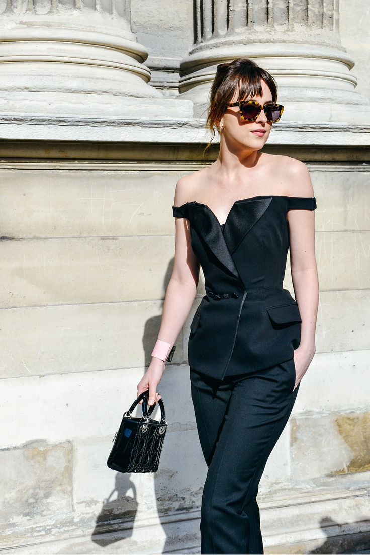 Street style by Dakota Johnson. #TheJewelleryEditorLoves #Fashion