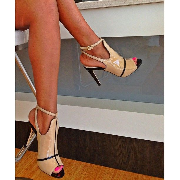 Vince Camuto Signature Sexiness