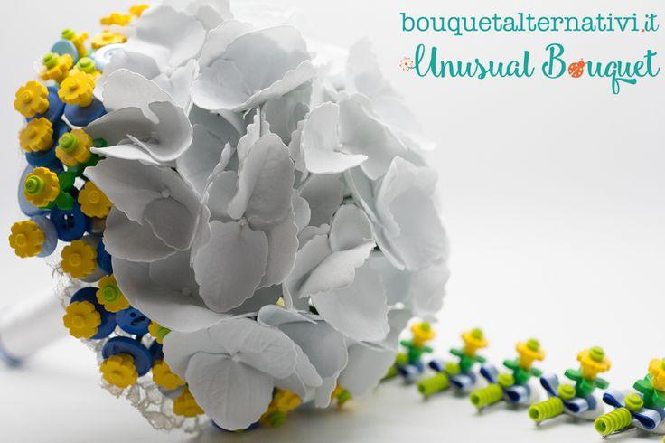Un nuovo modello di bouquet lego con bottoniere, pronto!!! Questa volta è stato creato con ortensie bianche. Anche questa una bella alternativa... firmata Unusual Bouquet! info@bouquetalternativi.it  #bouquetlego #bouquetsposa #bouquetortensie #bouquetalternativi #unusualbouquet
