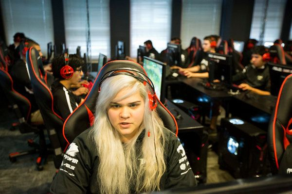 Colleges Embrace E-Sports, With Teams and Scholarships - NYTimes.com