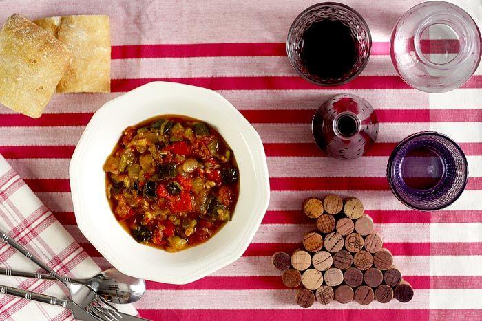 ¿Tienes ganas de comer un buen plato de verduras? Haz pisto manchego en tu Crock Pot y seguro que querrás repetir.