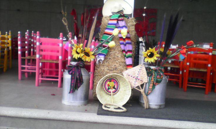 Cuidando todos los detalles de la Fiesta Mexicana www.tacoselcipres.com.mx