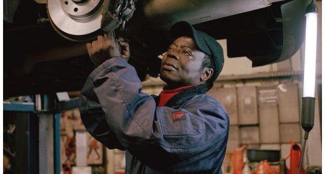 王様と自動車整備士の2つの顔を持つ男性が『まるで映画の主人公だ!』と話題に!