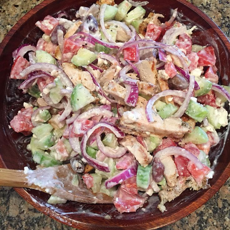 Greek Chicken Souvlaki Salad | 21 Day Fix Approved. | Clean eats. | FitMomAngelaD.com | grill food | healthy
