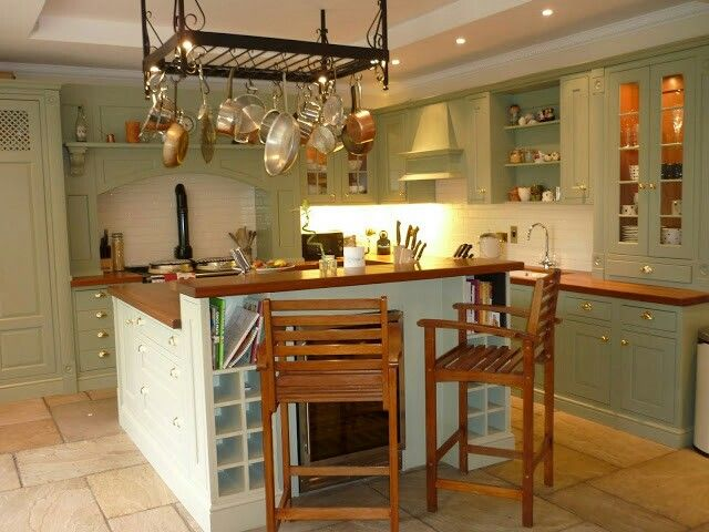 Kitchen. Flag stone floor