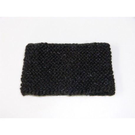 Bonnet & tour de cou pour femme ou adolescente tricoté main en laine acrylique douce et chaude de couleur noire parsemé de fils pailleté de couleur argenté. Tricot fait en cotes au départ du bonnet puis au point mousse. Le tour de cou ( snood ) est tricoté au point mousse il mesure 15 cm de hauteur.