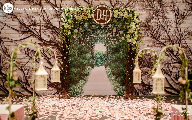 #rusticwedding #flowerbackdrop #weddingceremony