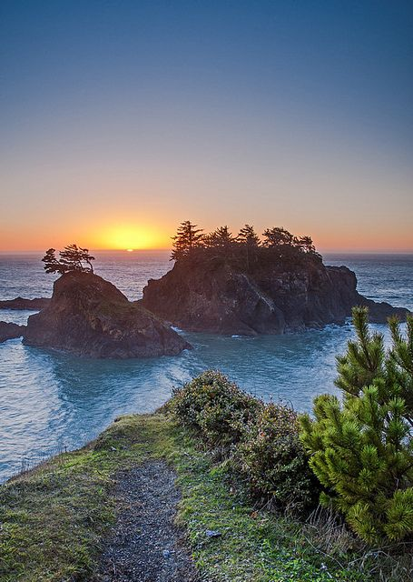 Oregon coast. I see this and my heart yearns to be there.