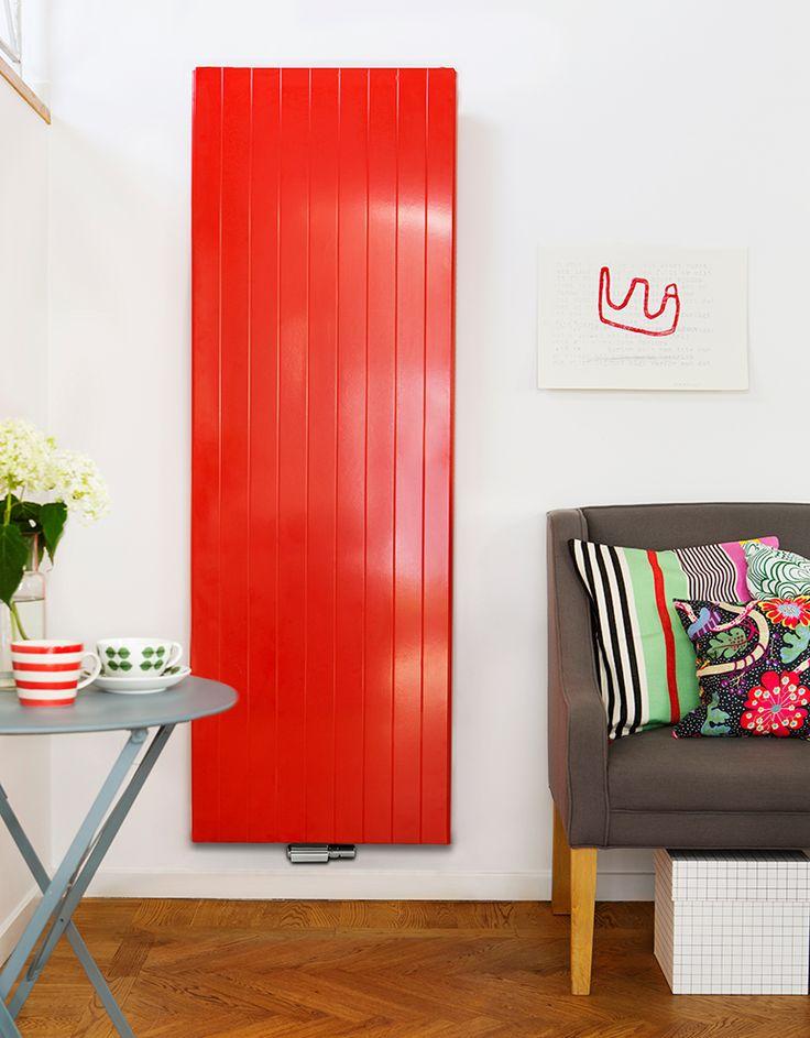 Röd vertikal designradiator Faro V från Purmo.