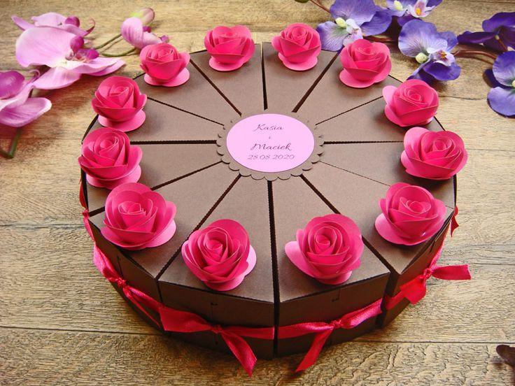 papierowy tort z podziękowaniami dla gości pasuje do winietek z różyczkami jotstudio.pl