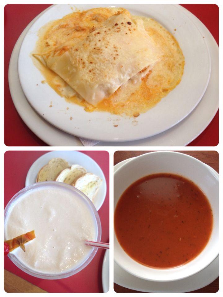 Lasaña, crema de tomate y piña colada