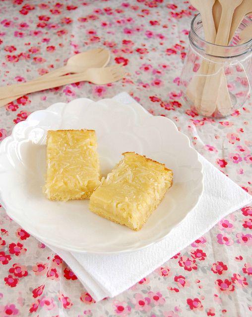 Coconut custard bars / Barrinhas de coco by Patricia Scarpin, via Flickr
