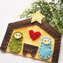 The Stable: a Simple Felt Ornament - good way to remember the reason, gift tag idea