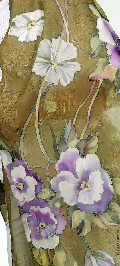 Купить или заказать Двойное Платье+Шарф 'Анютки'  в стиле бохо батик в интернет-магазине на Ярмарке Мастеров. На изготовление этого платья пошло 7,5 м натурального шелка, расписанного и тонированного вручную. Двуслойное шикарное шелковое Платье+шарф на пышных дам, любящих декольте. Платье сшито так, что его можно подогнать под Ваши размеры. Посадим на Вашу фигуру на примерке у портнихи. Большого размера - допускает обхват груди до 112 см Широкое, комфортное.