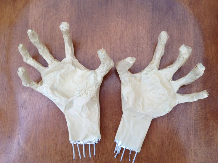 Posable skeleton hands DIY tutorial.  Not hard at all and made with things you probably have on hand (get it?) -clothes hanger wire, tin foil and masking tape.