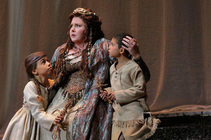 LA Opera's Norma (2015); Photo: Ken Howard
