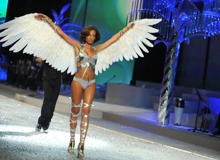 1. Segment: Glamour Goddess   5. Selita Ebanks