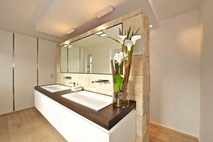 Finde moderne Badezimmer Designs: Waschtisch mit Apothekerschrank. Entdecke die schönsten Bilder zur Inspiration für die Gestaltung deines Traumhauses.